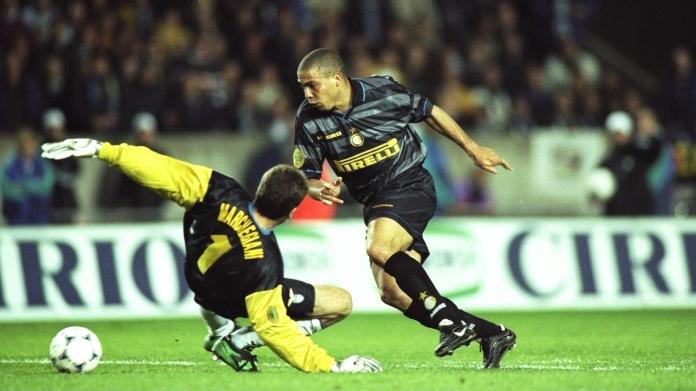 6 May 1998: Ronaldo of Inter Milan scores their third goal during the UEFA Cup final against Lazio at Parc des Princes in Paris. Inter Milan won the match 3-0. Mandatory Credit: Shaun Botterill/Allsport